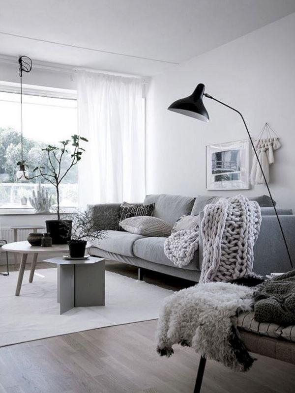 Divano in tessuto e lana cotta per un'ambiente in stile nordico