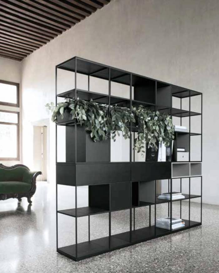 dividere-gli-ambienti-con-una-libreria-freestanding-autoportante